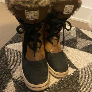 NEW condition DLG Brown Fur Tall Boots Size 9